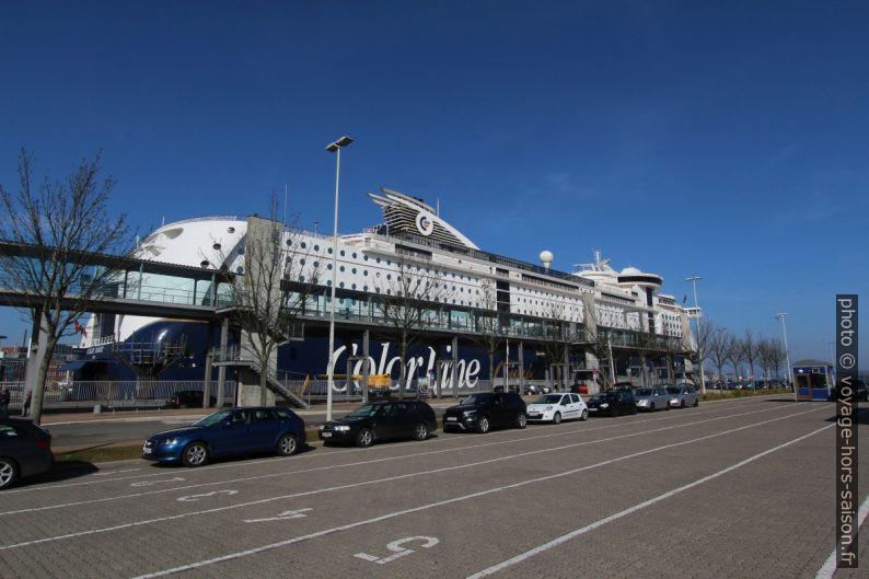 Le Navire Color Magic sur le Quai de Norvège à Kiel. Photo © Alex Medwedeff