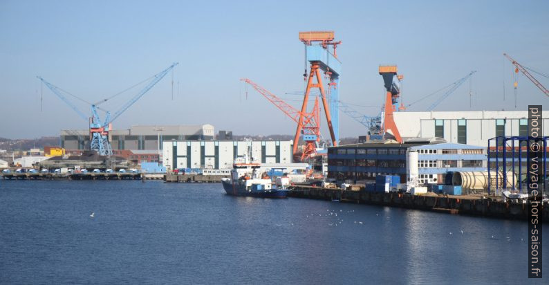 Chantier naval HDW sur la rive sud de Kiel. Photo © Alex Medwedeff
