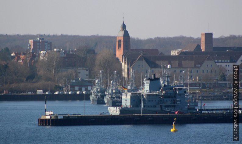 Navires de guerre dans la base marine de Kiel. Photo © André M. Winter
