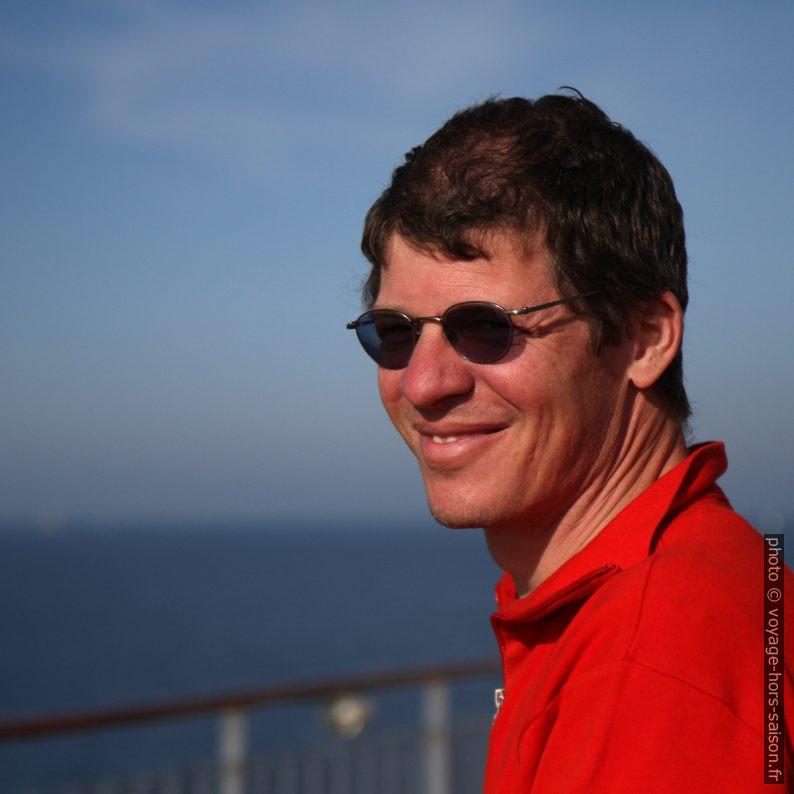 André sur le ferry. Photo © Alex Medwedeff