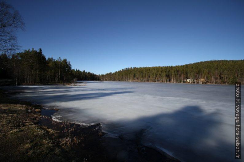 Le Lac Veslevatnet gelé près de la frontière suédoise. Photo © André M. Winter