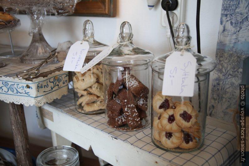 Petits gâteaux en bocal pour se servir. Photo © Alex Medwedeff