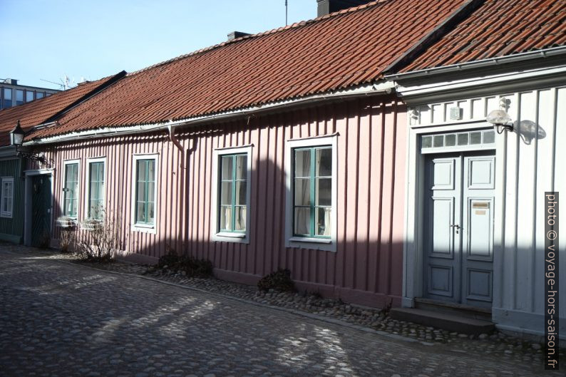 Petite maison rose au centre de Gävle. Photo © Alex Medwedeff