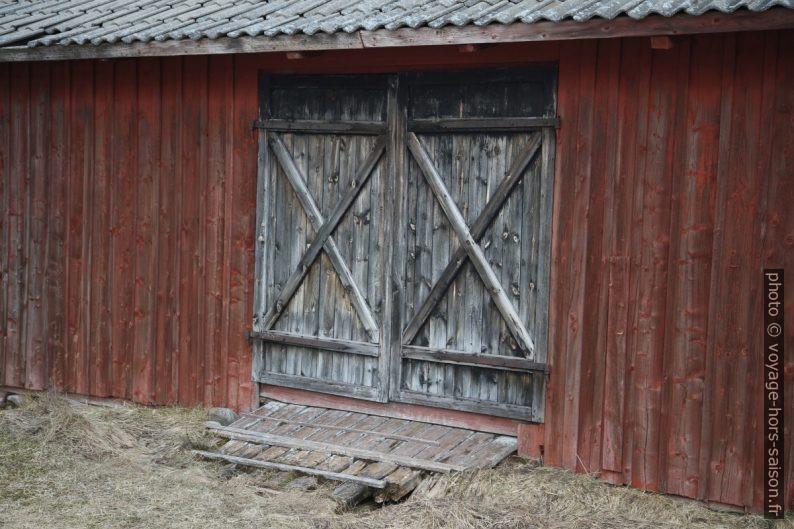 Porte d'une grange. Photo © Alex Medwedeff