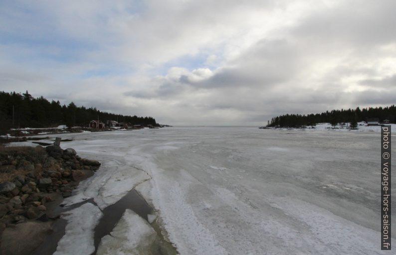 Baie de Kallviken gelée. Photo © André M. Winter