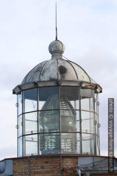 Lanterne du Phare de Bjuröklubb avec sa lentille de Fresnel. Photo © André M. Winter