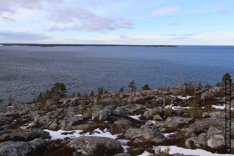 Ouverture de la Baie de Bjuröfjärden sur la mer. Photo © André M. Winter