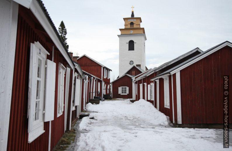 Maisons et clocher du village-église de Gammelstad. Photo © Alex Medwedeff