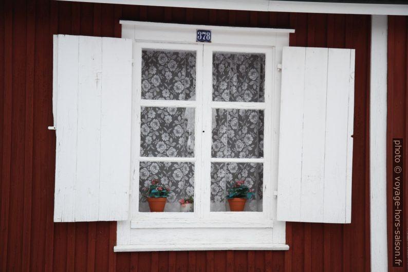 Fenêtre à Gammelstad. Photo © Alex Medwedeff