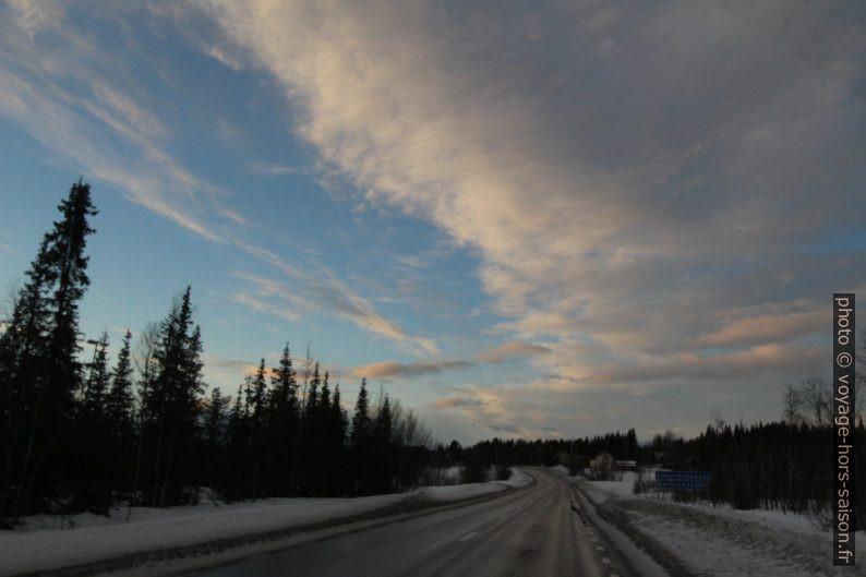 Sur la route E10 à Puoltikasvaara. Photo © André M. Winter