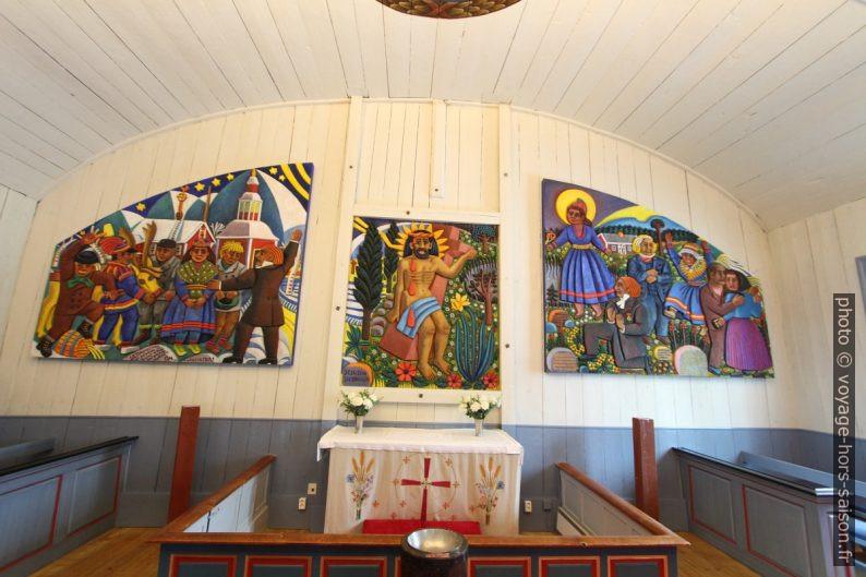 Peintures sames de l'autel dans l'église de Jukkasjärvi. Photo © André M. Winter
