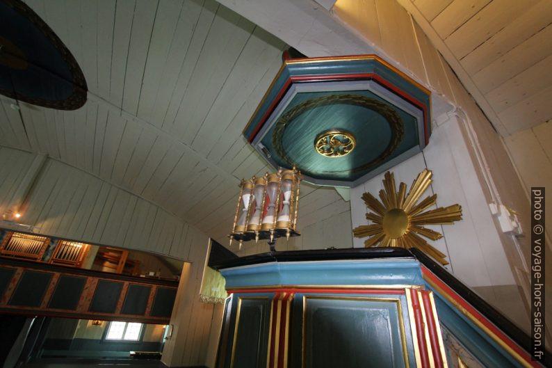 Chaire avec sabliers dansl'église de Jukkasjärvi. Photo © André M. Winter