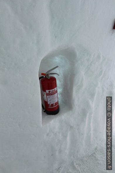 Extincteur d'incendie à l'hôtel de glace de Jukkasjärvi. Photo © André M. Winter