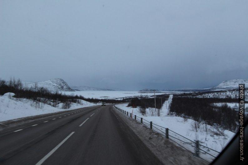 Route à l'est d'Abisko. Photo © Alex Medwedeff