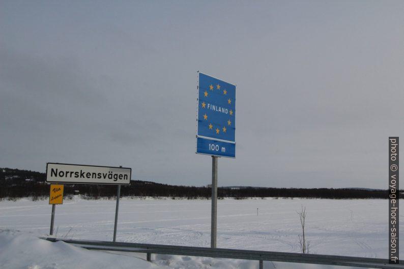 Panneau à la frontière Finland 100m. Photo © André M. Winter
