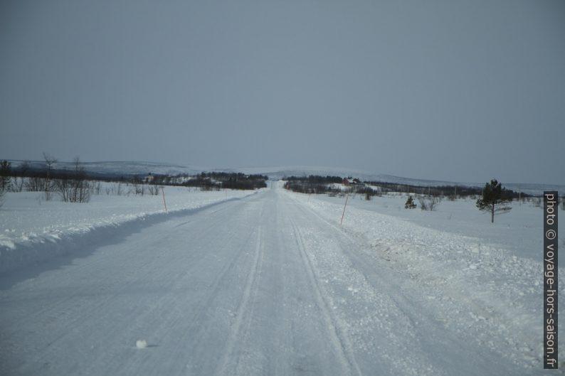 Route E8 entre Kaaresuvanto et la frontière norvégienne. Photo © Alex Medwedeff