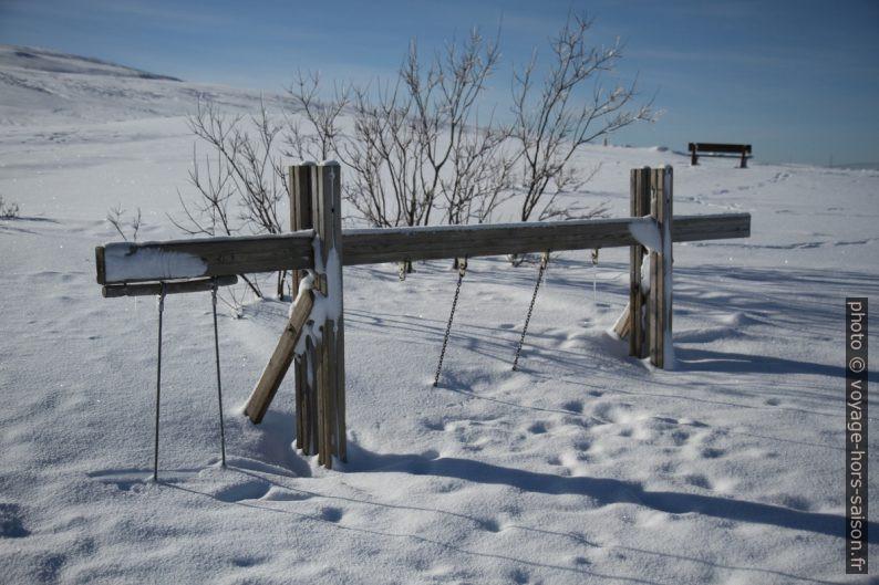 Aire de jeux sous la neige. Photo © André M. Winter