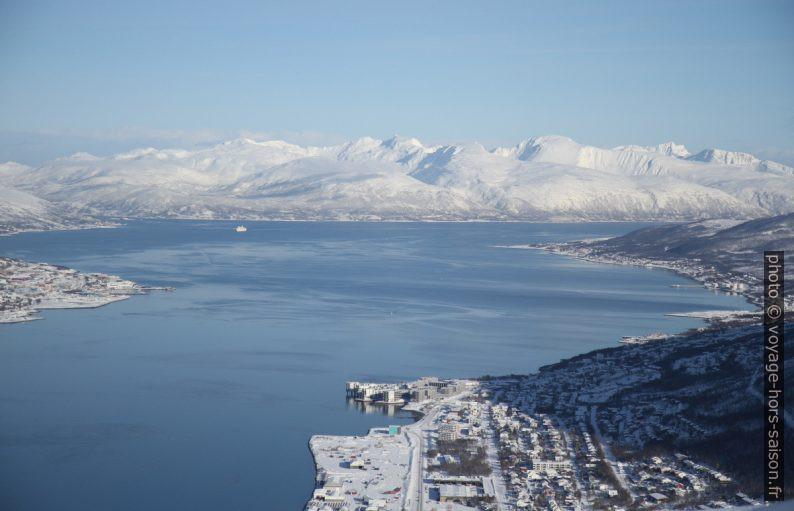 Tromsøsundet et montages de Ringvassøya. Photo © Alex Medwedeff