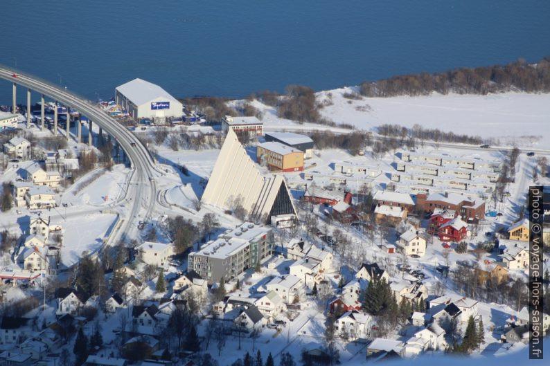 Cathédrale Arctique de Tromsø vue du Storsteinen. Photo © André M. Winter