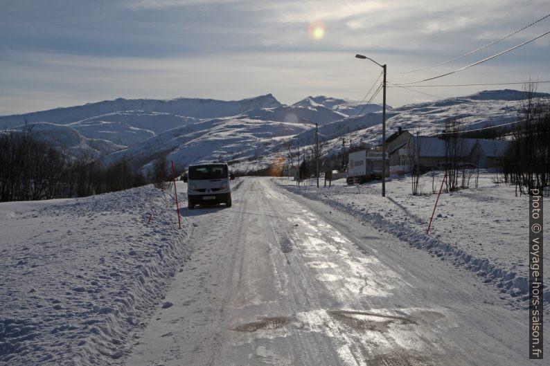 Notre Trafic sur la route de Kvaløya. Photo © Alex Medwedeff