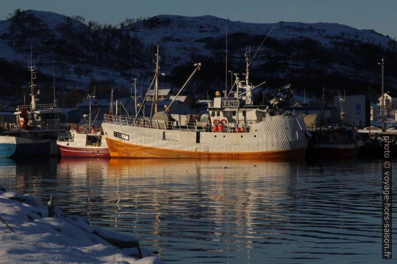 Bateaux de pêche dans le port de Tromvik. Photo © Alex Medwedeff