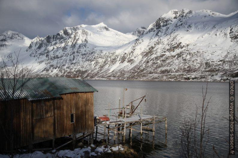 Melketinden et Rødtinen au nord de l'Ersfjorden. Photo © Alex Medwedeff