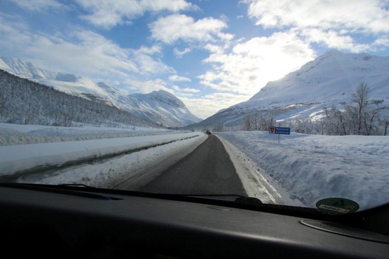 Route E8 dans la Lavangsdalen. Photo © André M. Winter