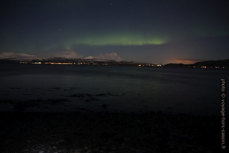 Aurora borealis au dessus de l'Ofotfjorden. Photo © Alex Medwedeff