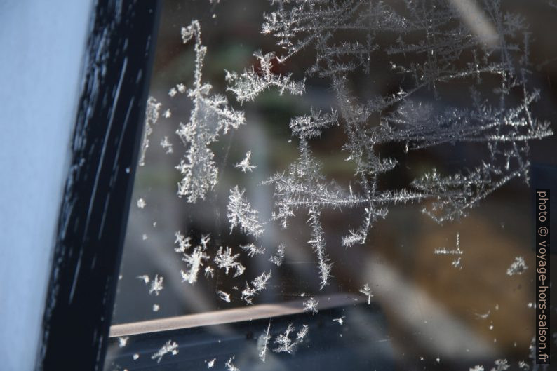 Cristaux de glace sur une vitre
