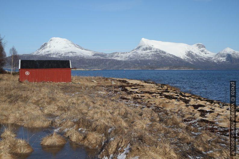 Abri de bateau en bordure du Tysfjorden