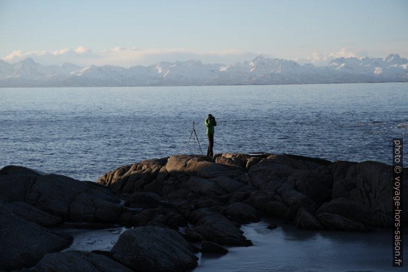 André sur la côte granitique de Tranøy et les Îles Lofoten