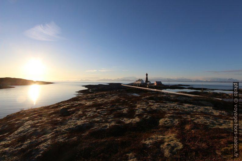 Phare de Tranøy et sa passerelle. Photo © André M. Winter