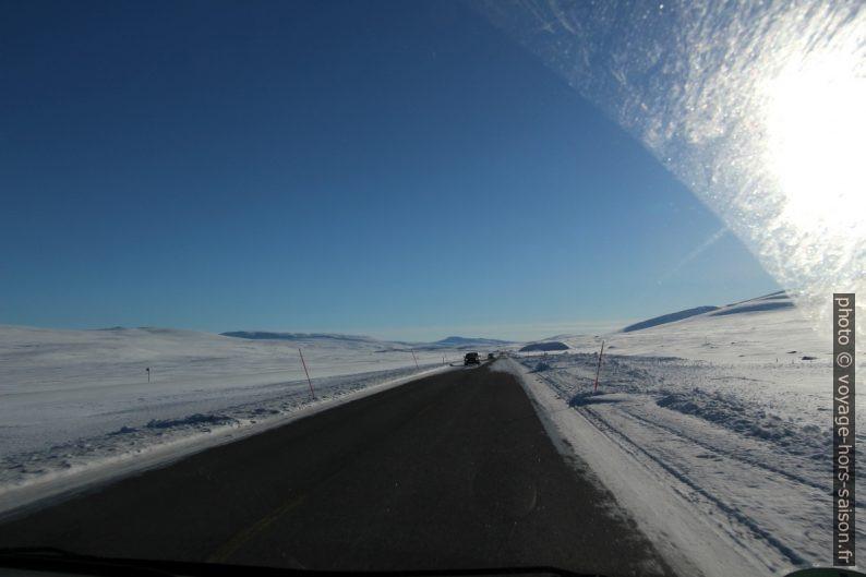 Route E6 bien dégagée sur le Saltfjellet en hiver. Photo © André M. Winter