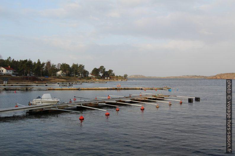 Pontons flottants à Bågen. Photo © Alex Medwedeff