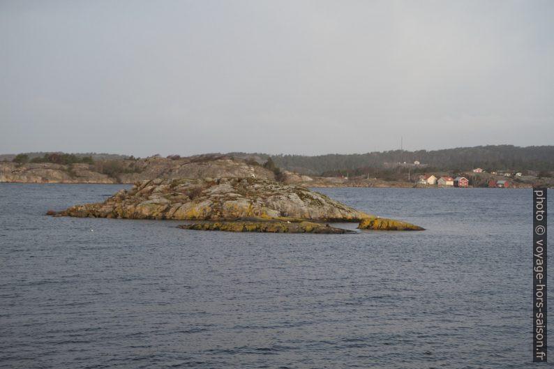 Îlots devant Bågen. Photo © Alex Medwedeff