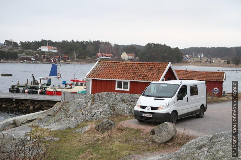 Notre trafic au bout de la route de Saltö. Photo © Alex Medwedeff