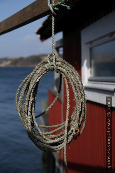 Corde accrochée entre deux maisons. Photo © Alex Medwedeff