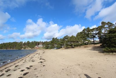 Plage du Camping Havsten. Photo © André M. Winter
