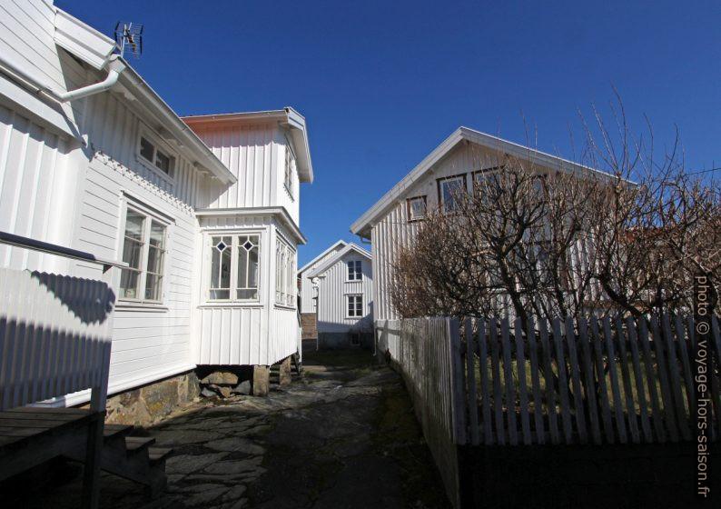 Maisons d'habitation blanches. Photo © André M. Winter