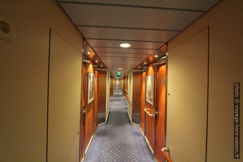 Couloir des cabines du ferry Nils Holgerson de la TT-Line. Photo © André M. Winter