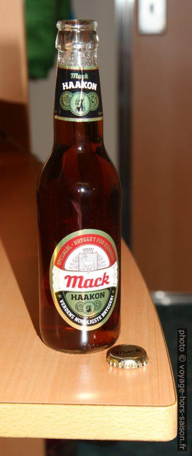 Bouteille de bière norvégienne Mack Haakon. Photo © Alex Medwedeff