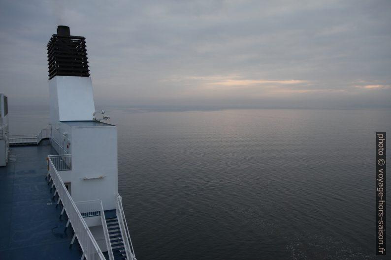 Cheminée du ferry Nils Holgerson de la TT-Line. Photo © Alex Medwedeff