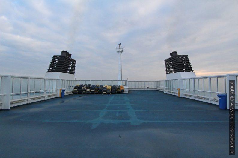 Pont supérieur public du ferry Nils Holgerson de la TT-Line en hiver. Photo © André M. Winter