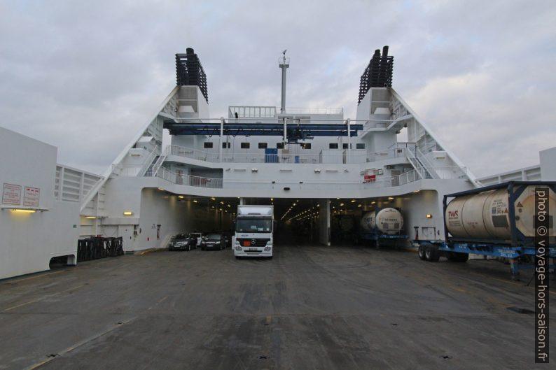 Pont à véhicules ouvert du ferry Nils Holgerson de la TT-Line. Photo © André M. Winter