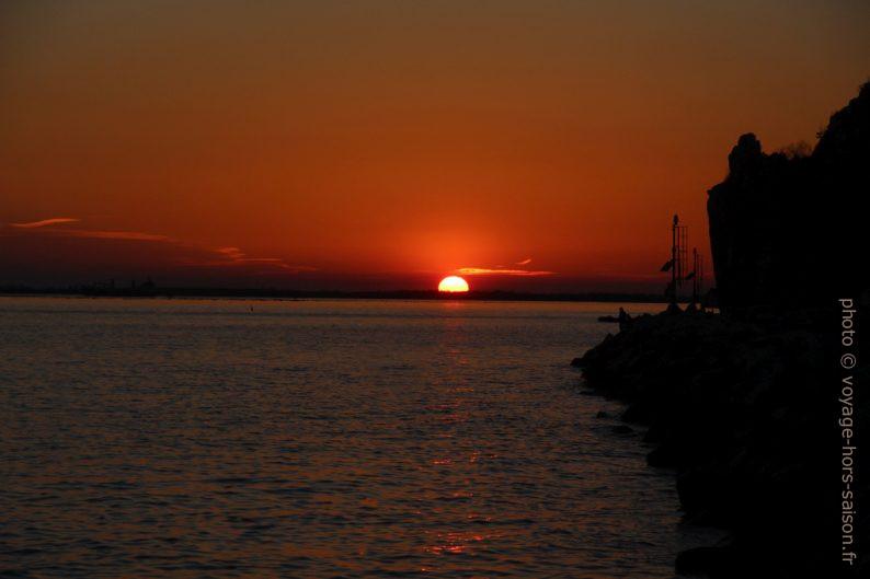 Ciel rouge sur l'Adriatique. Photo © André M. Winter