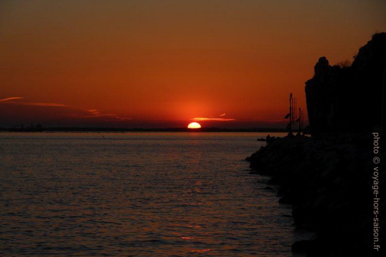 Coucher de soleil rouge. Photo © André M. Winter