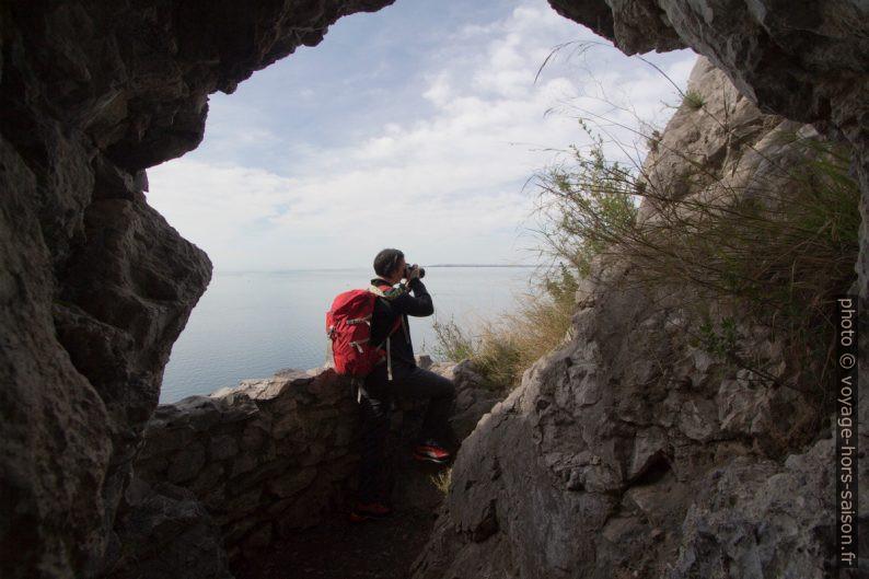 Alex photographiert de la casemate sur le Sentiero Rilke. Photo © André M. Winter