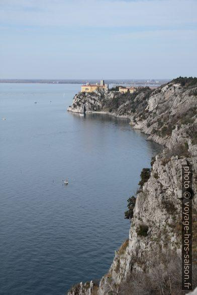Falaise de Duino et le Castello di Duino. Photo © Alex Medwedeff