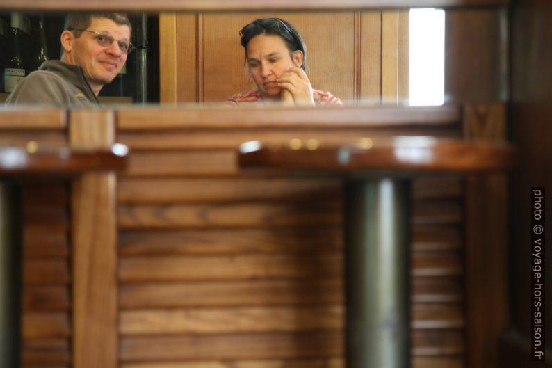 André et Alex vus dans un miroir du café. Photo © André M. Winter