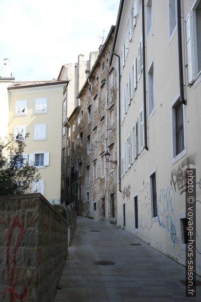 Via delle Mura dans la vieille-ville. Photo © Alex Medwedeff
